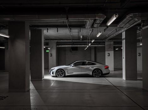 Η Audi ζεσταίνει για τα καλά την αγορά της ηλεκτροκίνησης
